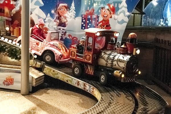 liverpool-one-christmas-10th-november-2016-21-train